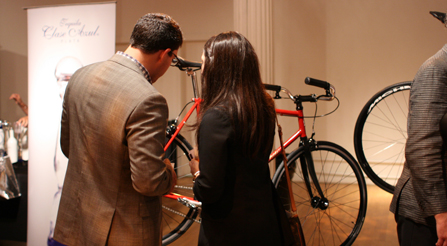 Image demonstrating that Discussions caused by Press and fashion photographers study the Italian bicycles.