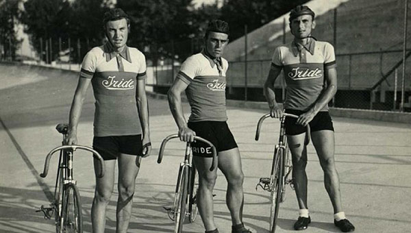 Iride track racing at the velodrome team circa 1940